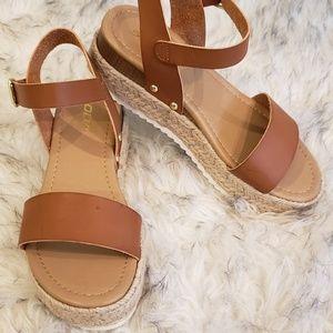 SODA Clip Tan Espadrille Platform Sandals